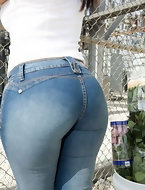 Big booty in jeans